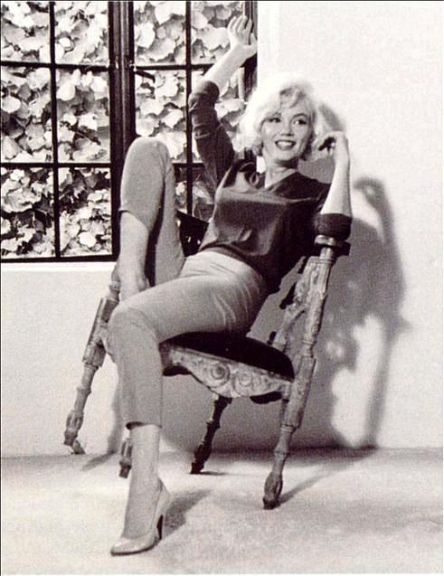 Marilyn_Monroe_happy